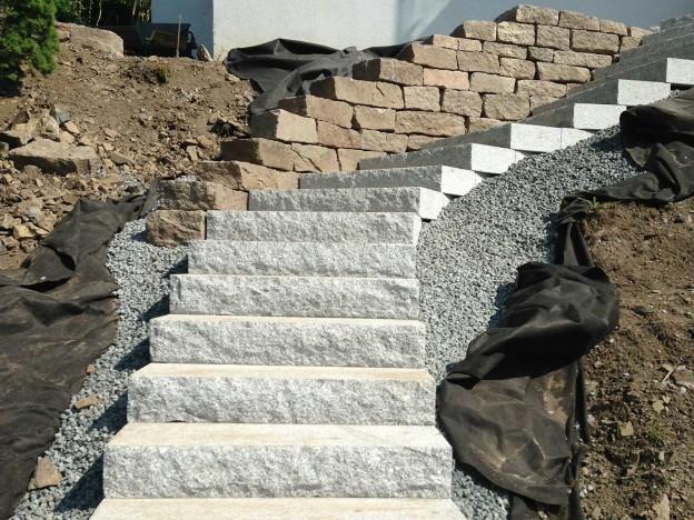 ferdig-lagt-granitt-trapp-og-rod-granitt-torrmur